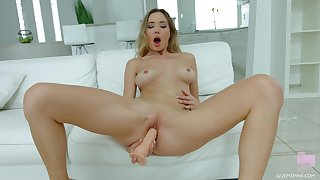 Teenie plant her new toy in supreme XXX solo scenes