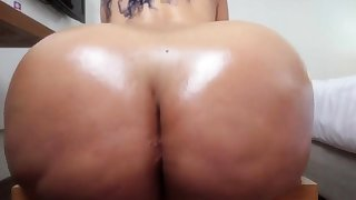big booty babe pain in the neck