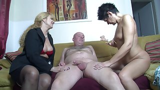 Amateur FFM threesome at home with yoke cock loving German sluts